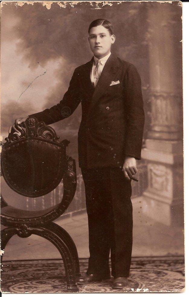 Foto de mi Abuelo Angel echa hacia 1930
