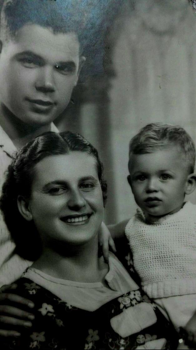 Mi padre y mis abuelos Paco y Sagrada ret